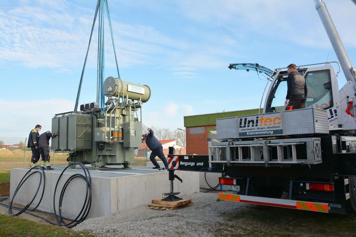 Trafoanlieferung UW-Nord - Absetzen auf das Fundament
